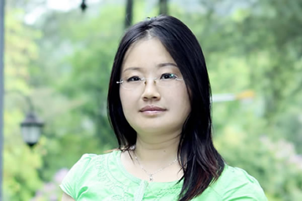 苏菲形象照 Image of Translator Sophy Chen